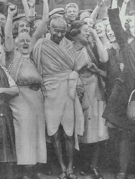 450px-Gandhi_at_Darwen_with_women.jpg